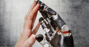 mani-protesi