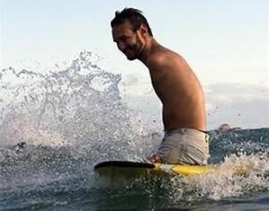 nicholas-james-vujicic-surfista-dilettante