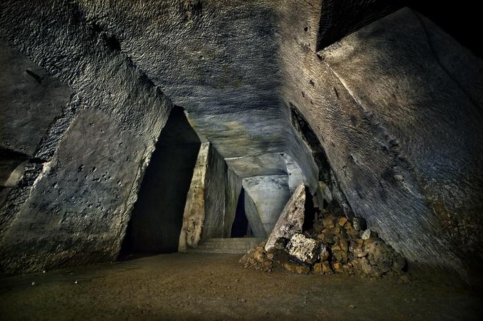 Napoli_galleria_borbonica_tunnel