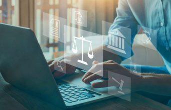 Legal advice online, labor law concept, layer or notary working for business company. Legge, informazione e approfondimenti
